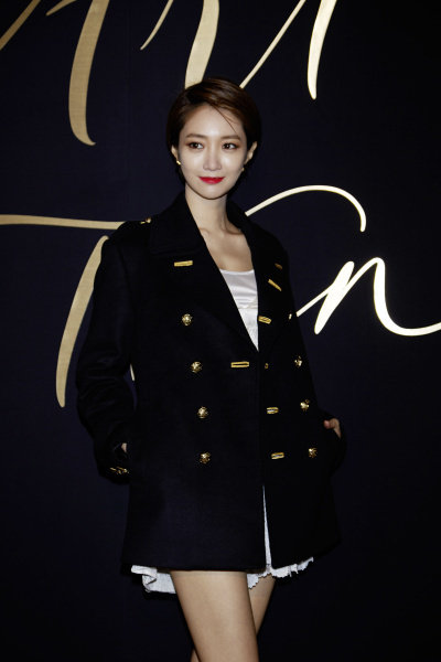 Go Joon Hee wearing Burberry at Art of the Trench Seoul 2016 event, 3 March 2016_002.jpg