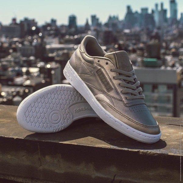 Reebok Classic Club C系列仍保有網球鞋的經典特性 並由新世代超模Gigi Hadid全新完美演繹.jpg