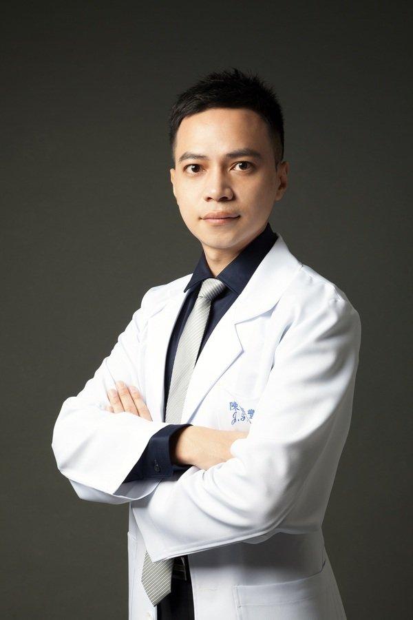 001淨妍皮膚科診所院長陳振豐醫師建議選擇純淨、不含複合性蛋白質的肉毒桿菌素.jpg