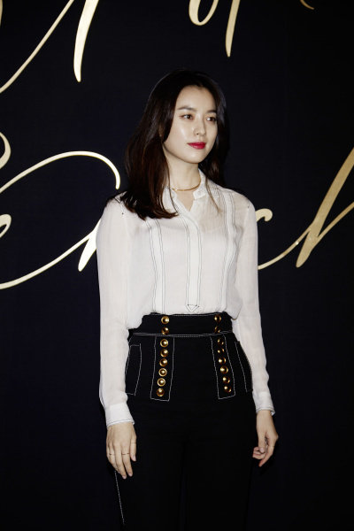 Han Hyo Joo wearing Burberry at Art of the Trench Seoul 2016 event, 3 March 2016_002.jpg
