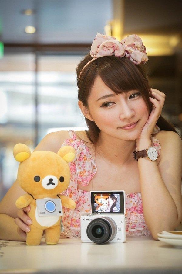 圖一 全球數位相機領導品牌Canon今夏與最受歡迎的療癒系卡通人物「拉拉熊™」攜手合作,結合旅遊及攝影概念,主推「可愛行銷」攻佔年輕人及女孩的心!.jpg