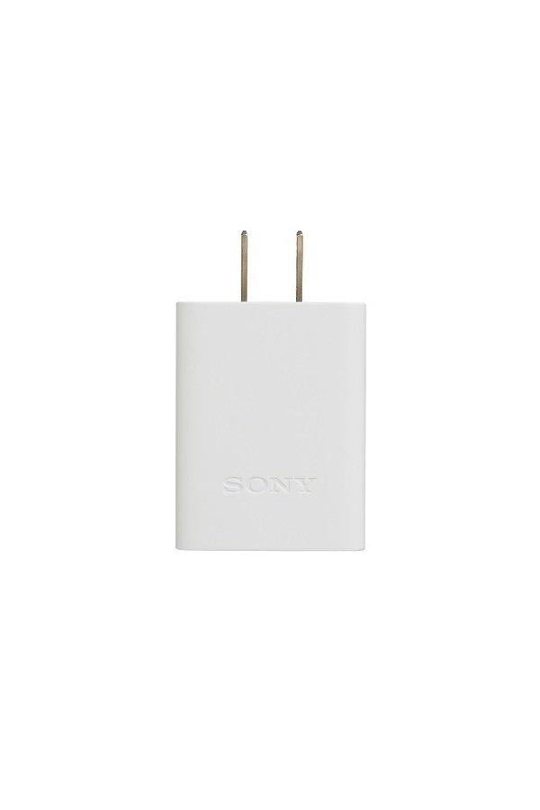 圖4) 最新支援USB Type C介面的行動電源交流電轉換器CP-AD3亦將同步上市。.jpg