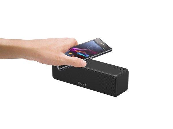 圖6)搭載藍牙及NFC一觸即聽功能,Sony h.ear go 無線藍牙喇叭支援Google Cast及Spotify播放,體驗與分享更無「線」制的律動世界。.jpg