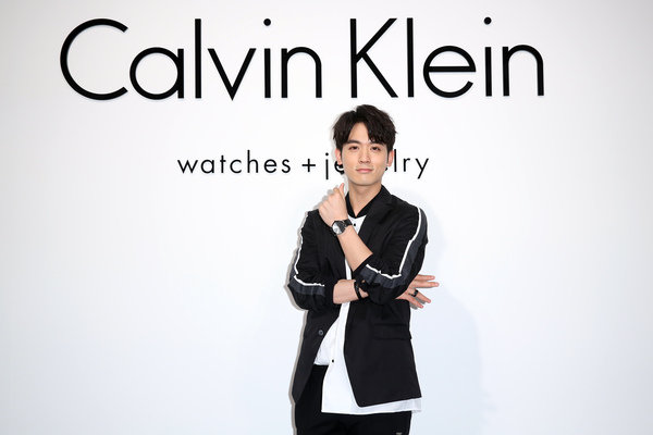 CK Watches 20周年 & 七夕情人節新品發表會_「天下第一帥」小樂吳思賢與新品Boost系列半身照.jpg