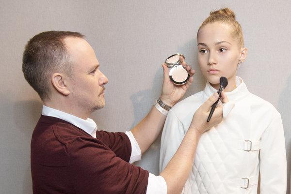 Dior 2017SS RTW Makeup-11.jpg