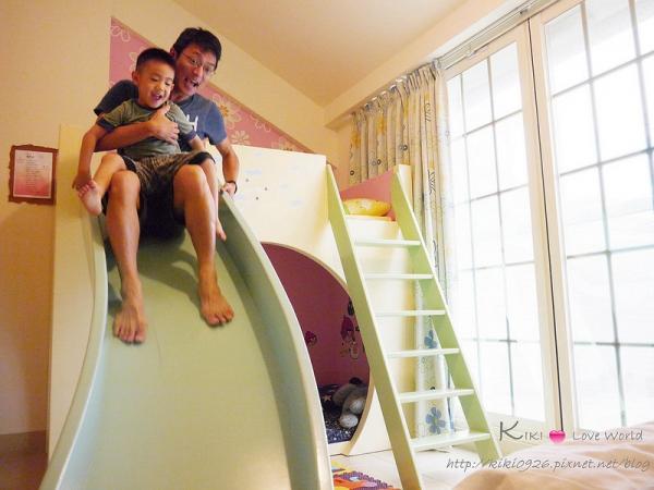【花蓮。親子遊】艾波朵民宿 ♥ 大型溜滑梯!讓孩子樂到不行的城堡六人房