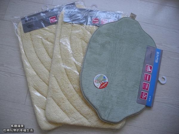 [體驗。居家]除舊佈新換地墊~超吸水舒壓造型踏墊(綠檸檬)和素色立體棉舒適踏墊(駝)