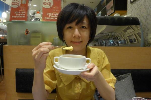 (捷運信義安和站)台北大安區/徠一咖啡/相機複合式港式茶餐廳,道地港式甜點~流露濃濃的港式風味