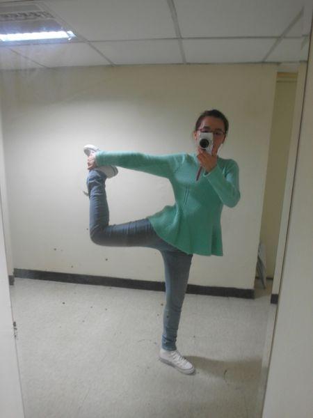[下身|穿搭] 100%台灣製修身刷色牛仔褲♥怎麼可以這麼有彈性~