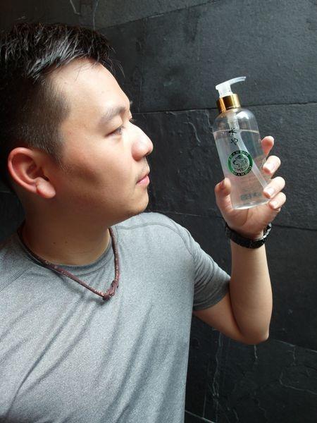 [洗髮精|髮品] 台灣製作:水也去蕪存菁洗髮精如同愛情一般的守護堅持♥油性頭皮適用~深層清潔頭皮,好清爽!