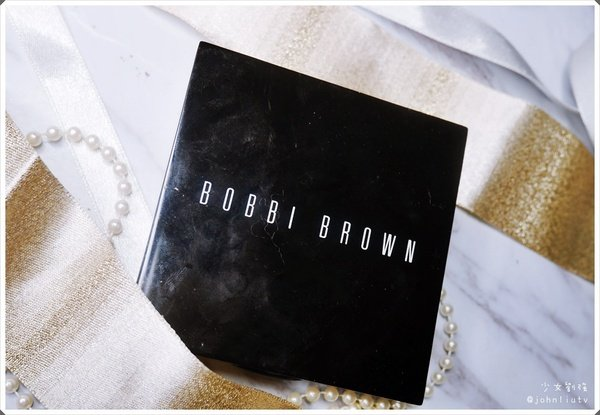 BOBBI BROWN 羽柔蜜粉餅.JPG