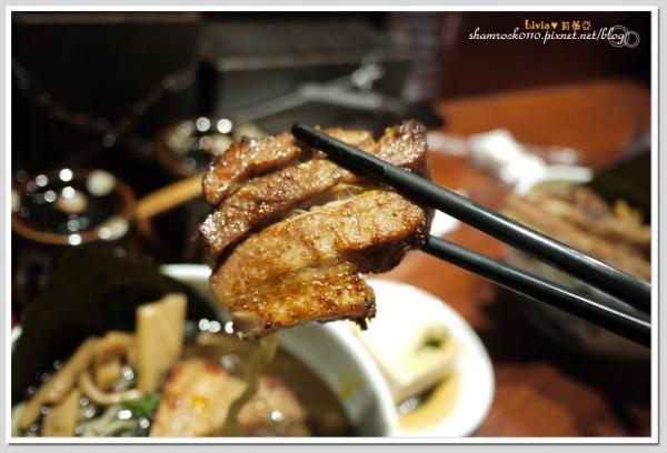 【Livia♥美食】忠孝敦化 麵屋五藏-虎嘯店♥超大塊的叉燒拉麵