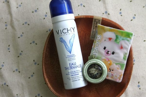 近期孩子外出用品-WING STOP精油防蚊扣、VICHY溫泉噴霧
