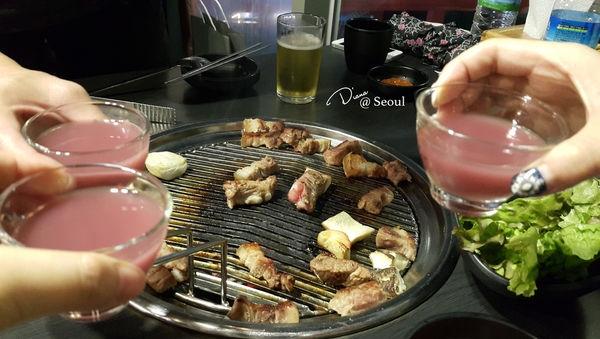 韓國 ▍RM迷必朝聖 ♥ 哈哈 401烤肉 明洞店 ♥ 店員態度差環境不乾淨,非常不推