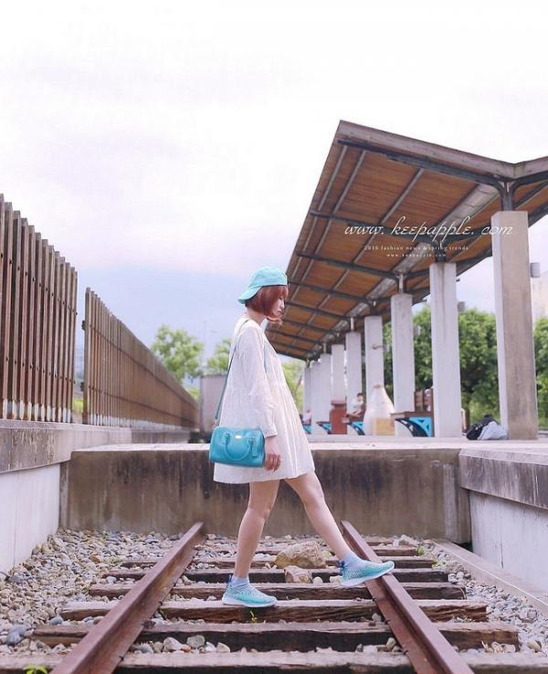 【穿搭】幫悶熱的夏天增添一股清新氣息。繽紛馬卡龍色系呼吸透氣縷空彈力編織鞋
