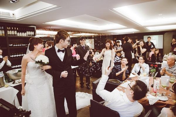 【婚禮】小型隆重而且幸福感一百分的歐式婚禮。照片全紀錄❤