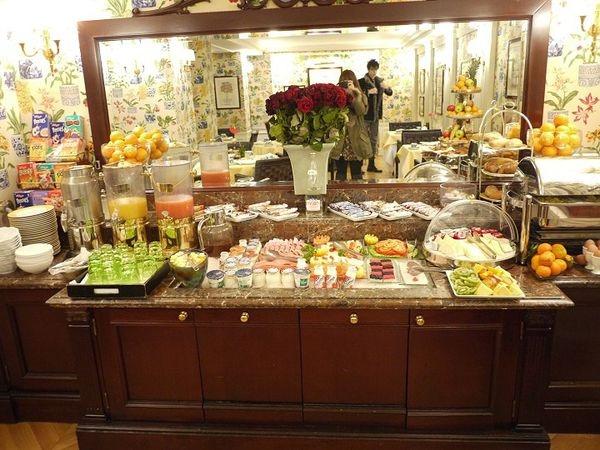 【法國】美麗又討厭的巴黎,蜜月自由行DAY 2:Hotel Francois 1er 完美飯店早餐、巴黎地鐵初體驗、協和廣場、結冰的杜樂麗花園好美麗、騎兵凱旋門、出發羅浮宮!!