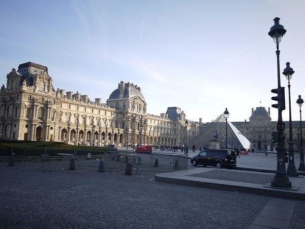 【法國】美麗又討厭的巴黎,蜜月自由行DAY 2:羅浮宮轉職成為文青之漫漫長路、羅浮宮下午茶、原汁原味法國Laduree馬卡龍、Chez Clement鍋子餐廳