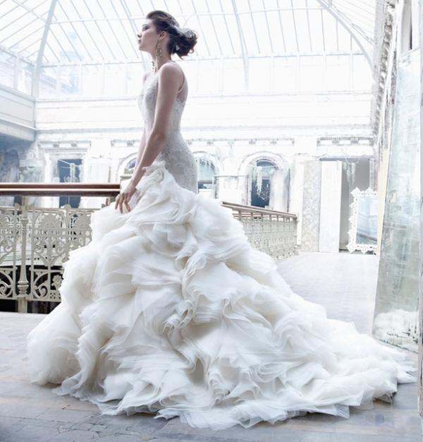 【婚紗】魚尾、澎裙、蕾絲、露背,美到爆炸的婚紗款式們分享!
