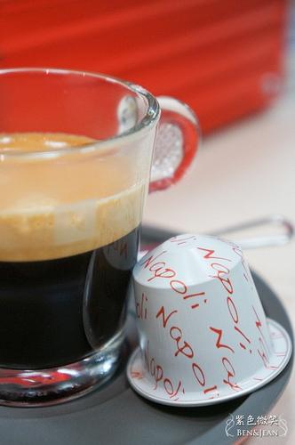 Nespresso U咖啡機~~小資家庭也能輕鬆享受頂級好咖啡(限量版口味新上市)
