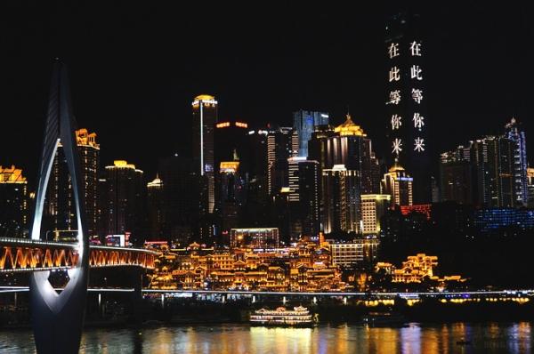 重慶旅遊推薦.洪崖洞夜景▋重慶最美的夜景,以傳統建築特色的吊腳樓為主體,似神隱少女裏的場景