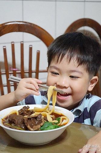 十里飄香紅燒牛肉麵▋團購美食~用煮泡麵的方法,也可以完成專業級的牛肉麵