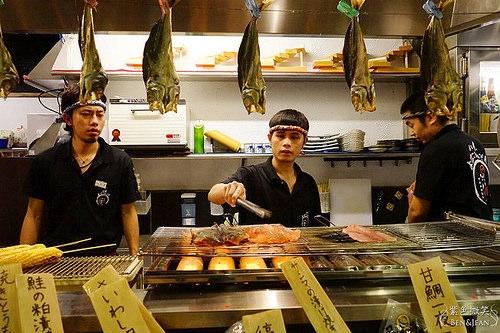 狸爐端燒居酒屋▋捷運中山站必吃美食~林森北路八條通,復刻日式居酒屋,吃美食還可以學日文