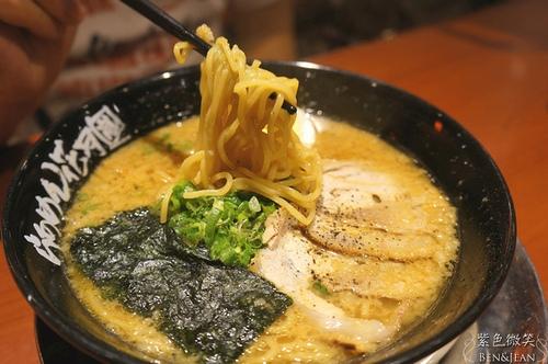 ▋高雄美食▋花月嵐蒜味拉麵~重口味的日本最強拉麵(店家說的!)