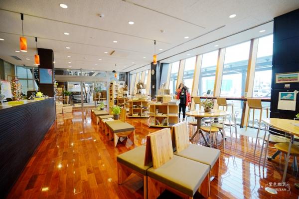 北陸新幹線.飯山站▋旅客服務中心美的像咖啡廳,戶狩滑雪、野澤滑雪租借雪地裝備不用愁