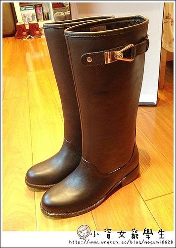 分享♥cp值超高,無法抗拒高質感美鞋【R&BB】時尚簡約釦環 皮感雨鞋長靴