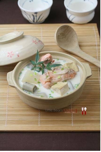 【食譜】濃濃牛奶白湯石狩鍋