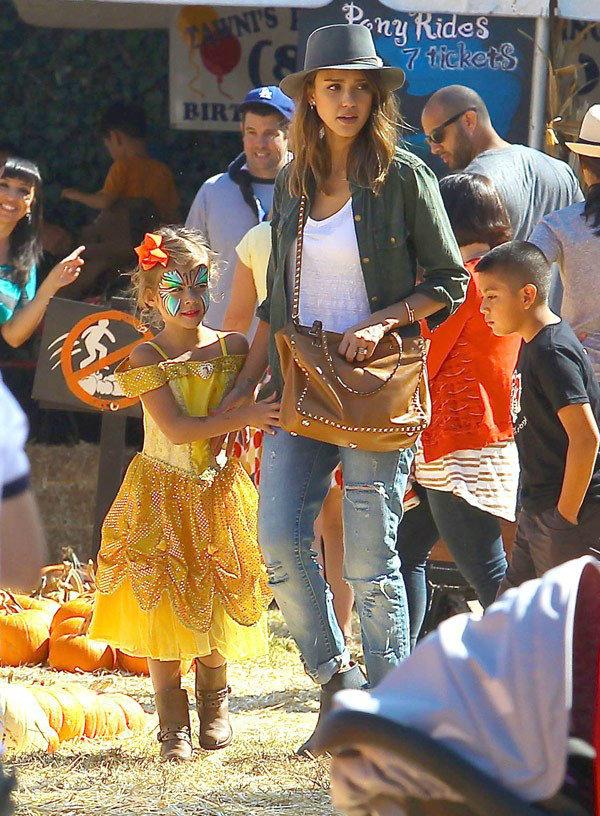 Jessica Alba & Daughter Honor.jpg