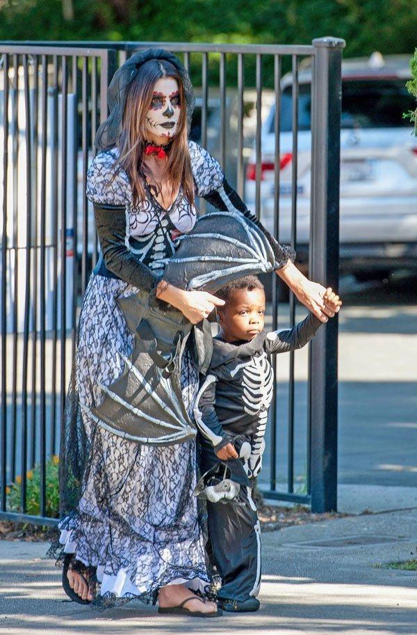 Sandra Bullock & son Louis.jpg