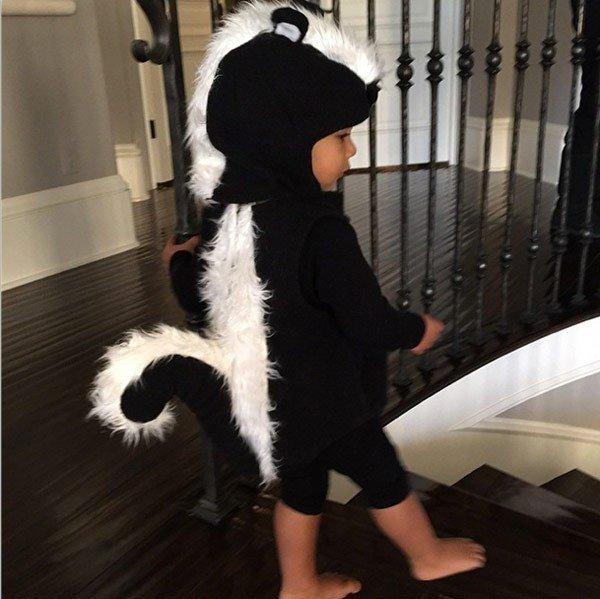 north-west-skunk-costume-insta-halloween.jpg