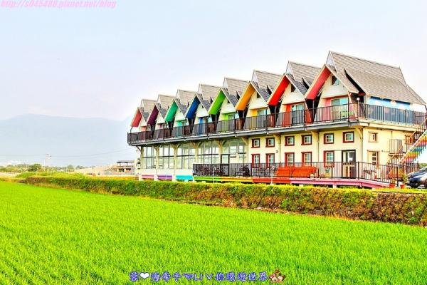 【宿▍宜蘭】天空島上的小木屋ღ宜蘭出現像國外的彩色屋~拍不停,相機拍到沒電手機拿出來也要拍