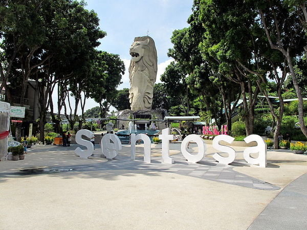 800px-The_Merlion_statue_on_Sentosa_2010.jpg