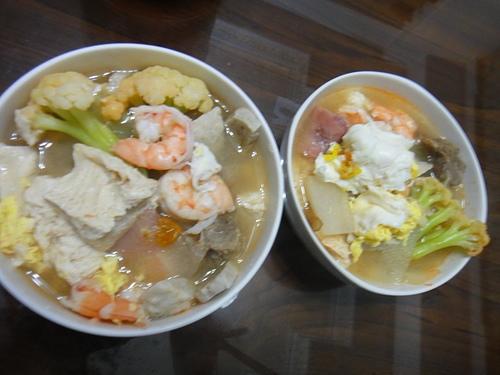 冬天晚餐--泡菜什錦麵