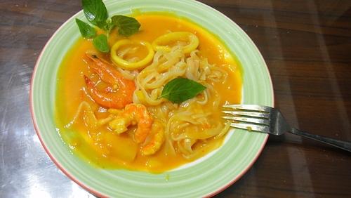 輕食晚餐-南洋咖哩海鮮蒟蒻麵