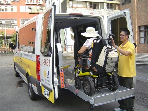 「多扶接送-台灣第一家專業輪椅接送公司