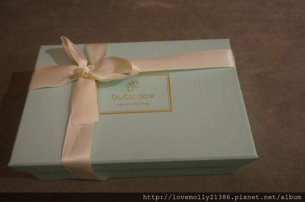 (體驗)每個月都有滿滿的驚喜好物♥ 非動物實驗美妝盒大愛!::butybox11月美妝體驗盒::