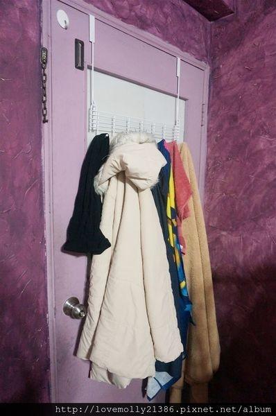 (分享)居家收納好物分享♥::立大家居 五線譜可折疊門後衣架::