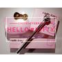 【愛分享】招桃花必備-敲可愛萌萌彩妝|HELLO KITTY雙色美機腮紅+3D俏麗旋轉眉筆