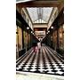 ★旅行★法國巴黎 我不在巴黎左岸我在塞納河右岸的拱廊街//一個女生在路上//