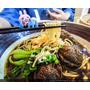 新竹竹北牛肉麵推薦 和漢麵食館的紅燒厚切牛肉麵 麻辣三寶麵 鮮蝦蒸餃也好吃喔~