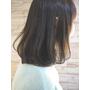 台北市髮型設計 簡潔的瀏海加上自然披肩中長彎髮給人一種溫柔感.