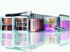 不怕找不到色號!「Dior專業後台雙用水粉底」今夏底妝新選擇