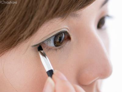 一盒眼影輕鬆畫出短貓眼妝 ♥