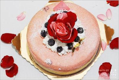 呼叫甜食控!超夢幻玫瑰苺菓漸層千層蛋糕